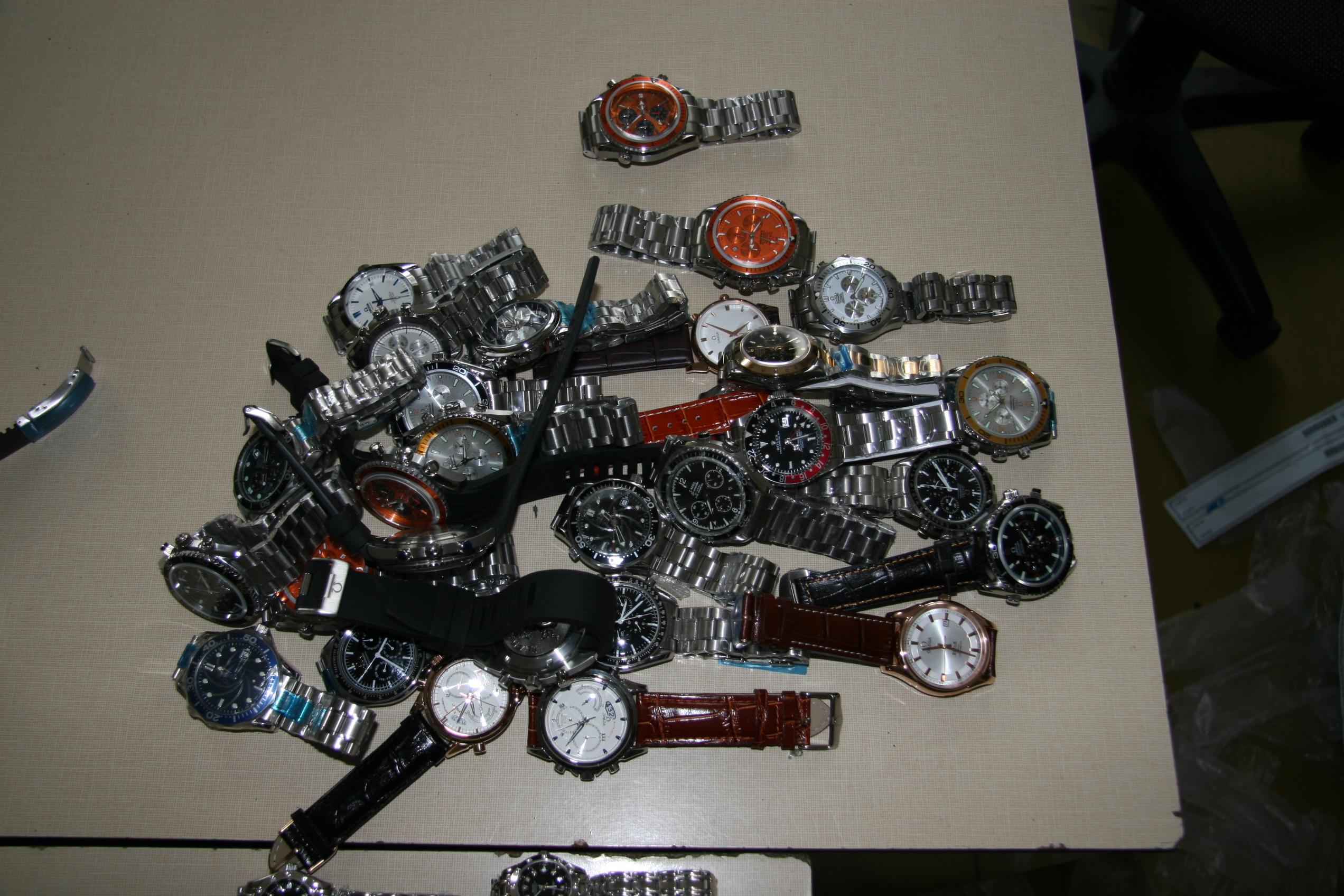 Internetový prodej padělaných hodinek  e79f086bf4